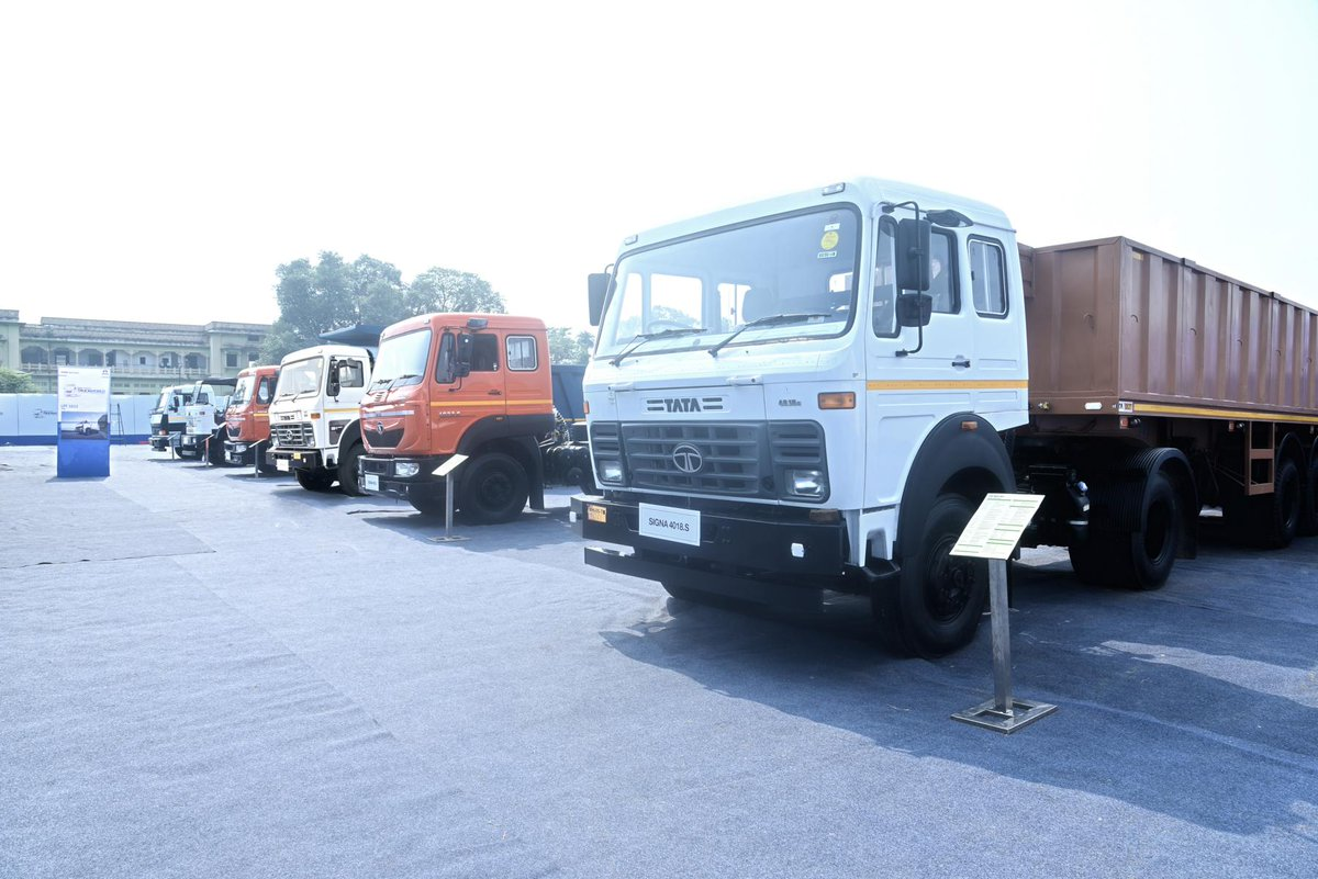 """Tata Motors on Twitter: """"Truck World Allahabad saw 1300 people witnessing the launch of the new range of BS4 Trucks. Take a look.… """""""