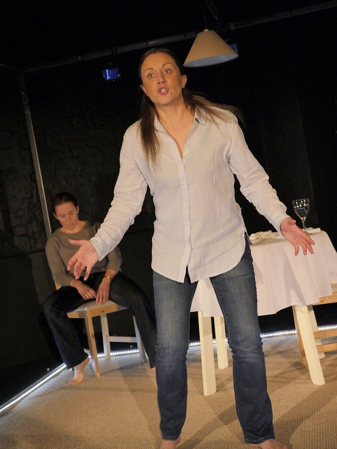 Check out this video of the cast of #RattleSnake @EilidhTalman &amp; @Berrimandawson discussing the play @OpenClasp   http:// bit.ly/2tgEFZC  &nbsp;  <br>http://pic.twitter.com/bV4YXFflJ6