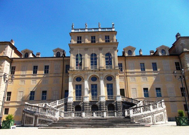 So much to see in Turin! Here&#39;s why the Villa della Regina should be added to your list:  https:// goo.gl/Qb3xnV  &nbsp;   #Turin @BeautyfromItaly<br>http://pic.twitter.com/jBmuv1gyKI