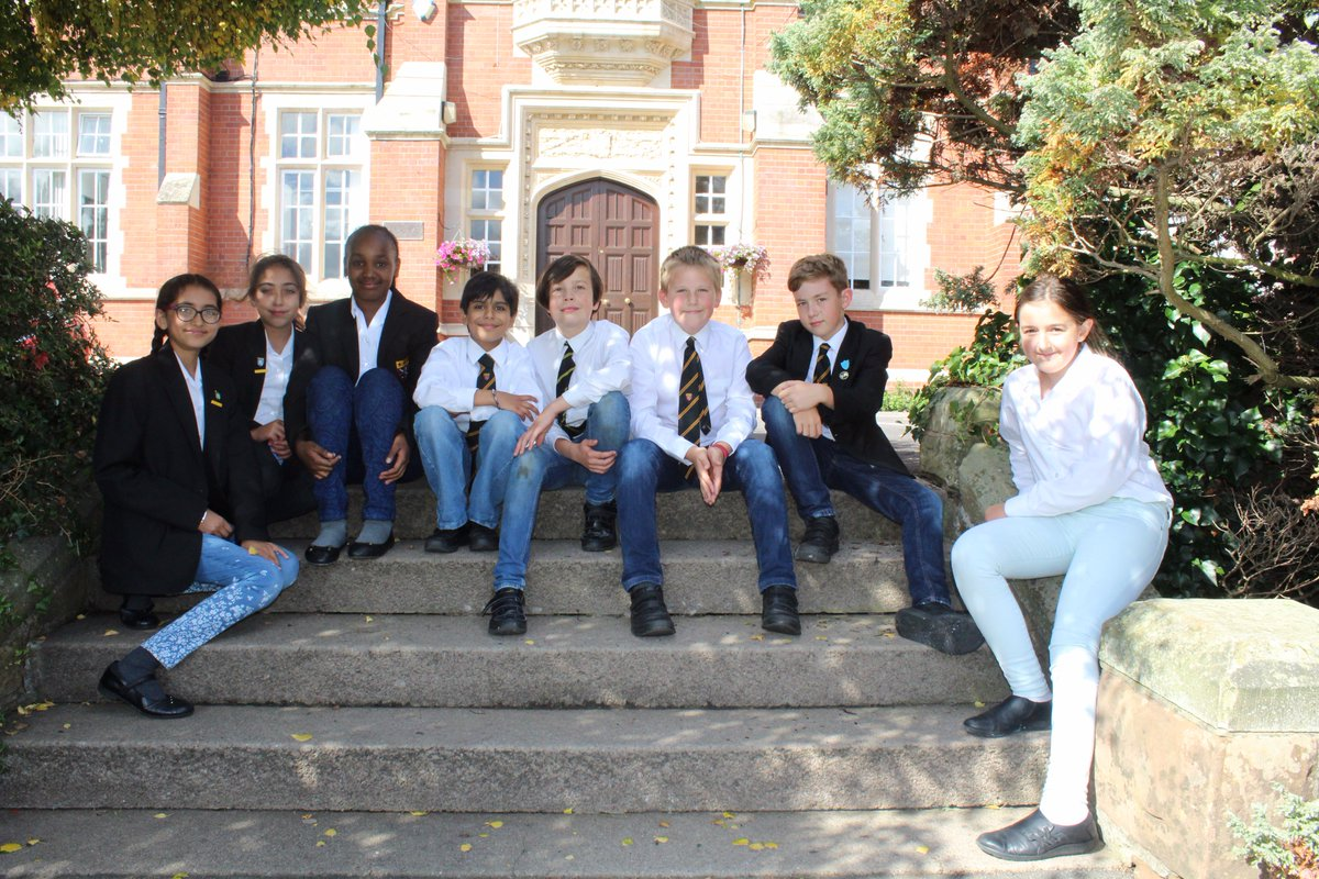 Pupils have enjoyed playing in their jeans at lunchtime today as they raise money for #JeansforGenesday #Charity @GoodNews_Schls<br>http://pic.twitter.com/005o0PRgH8