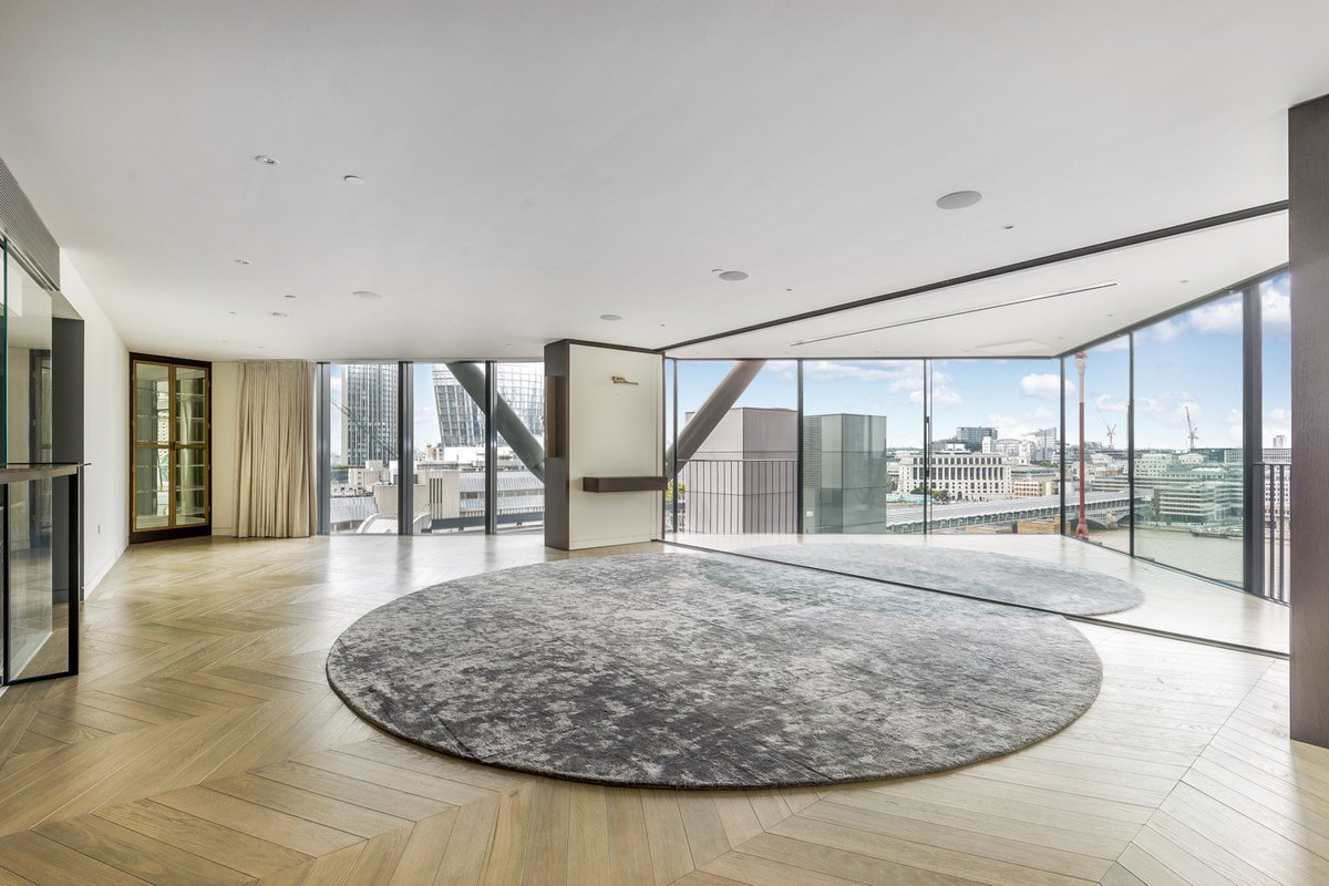 #KFRiverside are delighted to present this fabulous apartment in the heart #Southbank @knightfrank #SE1 #ForSale  http:// bit.ly/2xWTdRe  &nbsp;  <br>http://pic.twitter.com/Xlwg4JogFR