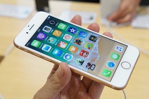 新スマホ「iPhone 8」と「iPhone 8 Plus」はNTTドコモ版だけでなく、au版やSoftBank版もMVNOロックかかっておらず!SIMロックを解除しな https://t.co/cUwt7O31eQ #smaxjp https://t.co/IQiPP19Ut1