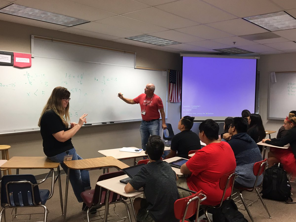 Mr. Akins leading a math coteaching station. #He s Math! @SSCActivities<br>http://pic.twitter.com/Xvc4FU2NPa