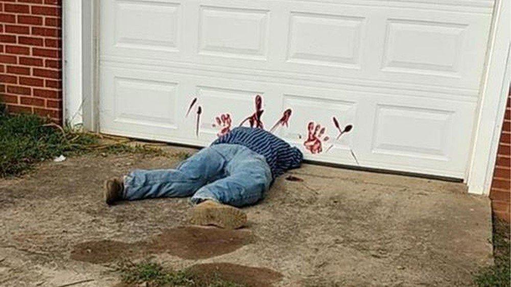 A macabra decoração de Halloween que gerou uma emergência policial nos EUA https://t.co/82A2cvsGMG #G1