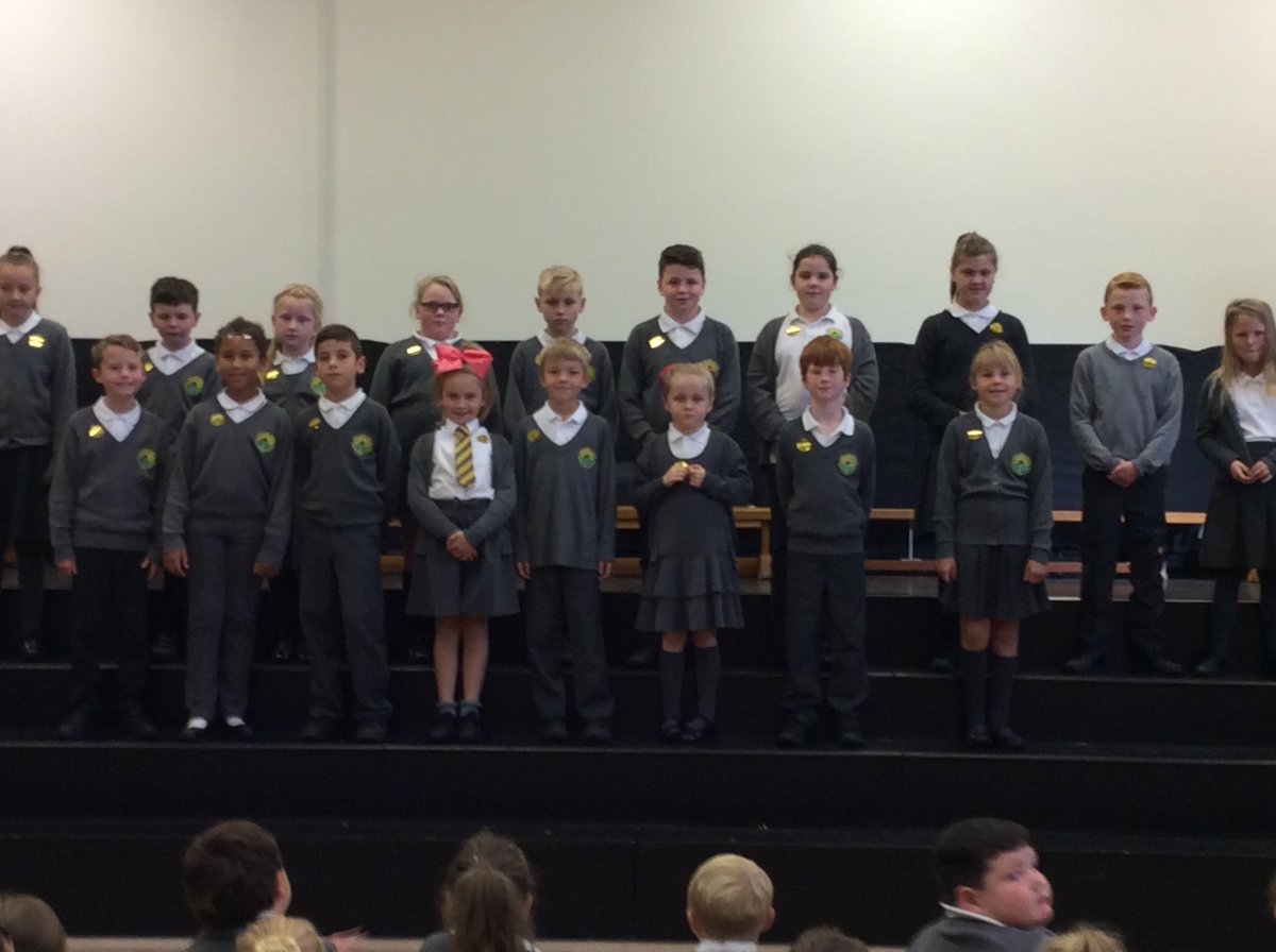 Llongyfarchiadau to these hardworking pupils who received the headteacher&#39;s award today #success #achieve <br>http://pic.twitter.com/thR3ytlOno