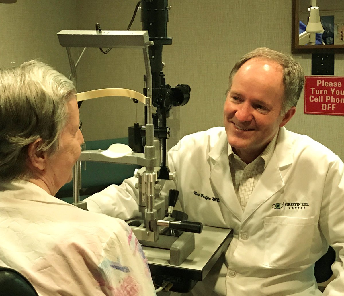 Going beyond Laser for #cataract surgery at Griffin Eye Center.  http:// griffineyecenter.com  &nbsp;  <br>http://pic.twitter.com/3ASOjStwMT