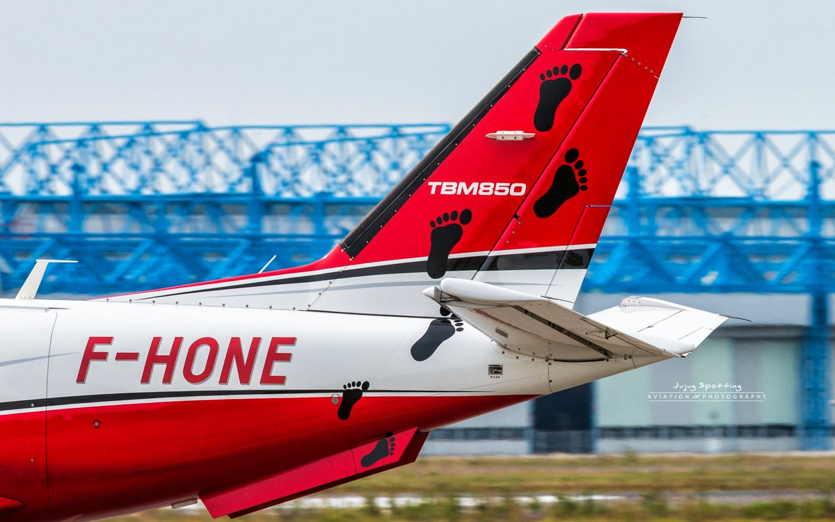 Who walked on the plane? #TBM850 #Avgeek #Toulouse <br>http://pic.twitter.com/AAWmIQWAIE