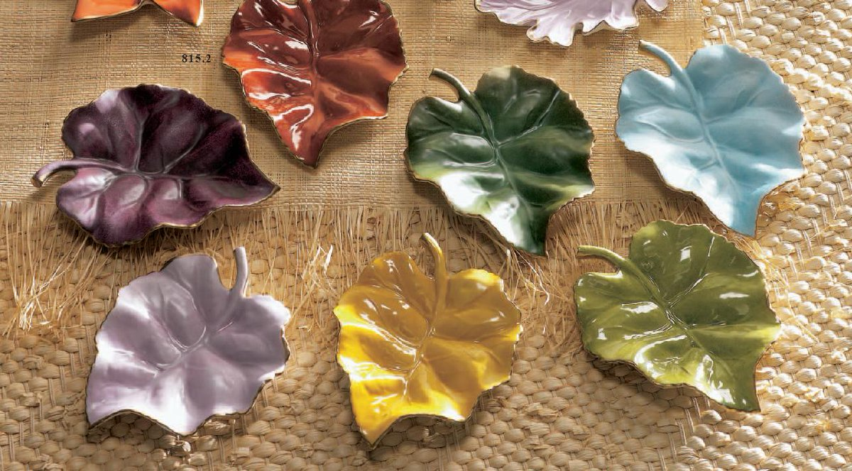 Hello #autumn with ur alluring #colours &amp; #dancing leaves. Happy #AutumnEquinox!@englishsisters @giribizzi @Die_for_Style @ImNickySummer<br>http://pic.twitter.com/dfEgeF90Px