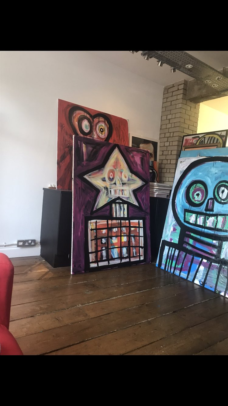 Studio ! My sanctuary x https://t.co/ffJpn1ltA2