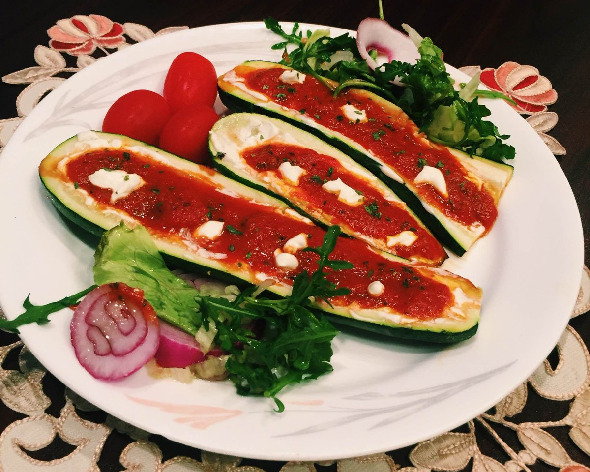 RECIPE ALERT  #treatyoself with this #lowcarb stuffed #zucchini #recipe:  http:// bit.ly/2hmaEjs  &nbsp;    #diabetes #nutrition #lowcarbrecipe<br>http://pic.twitter.com/VLxW4W51Cm