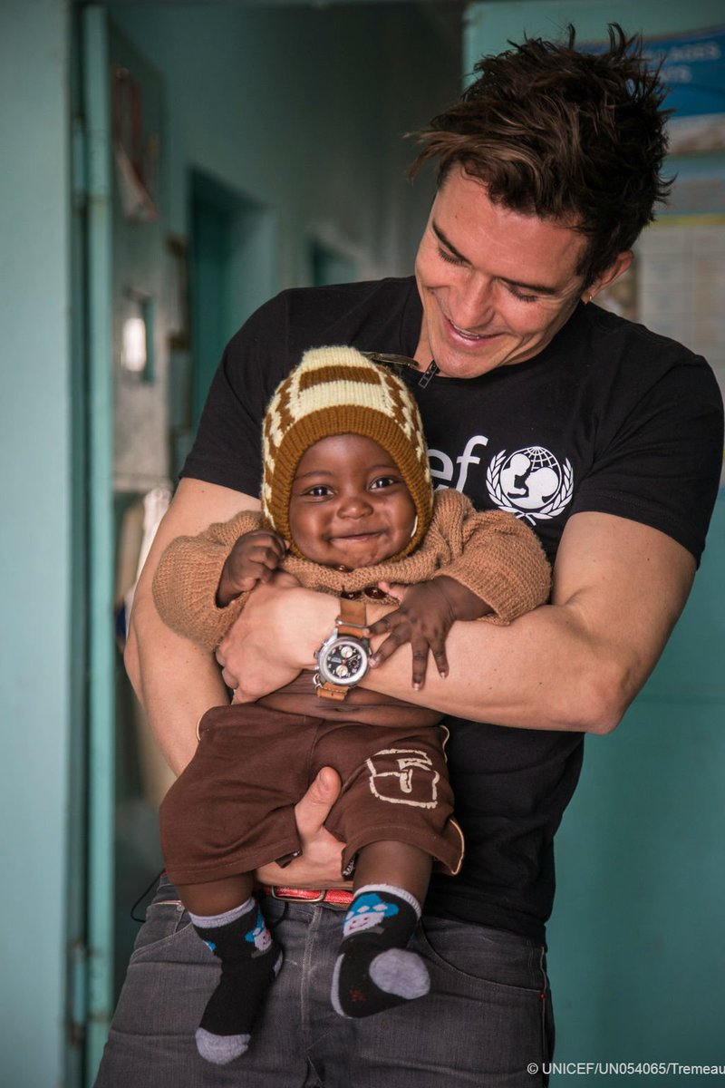 #FlashbackFriday: Goodwill Ambassador Orlando Bloom in Niger.  RT to join 5m actions in support of #ChildrenUprooted. #AChildIsAChild #UNGA