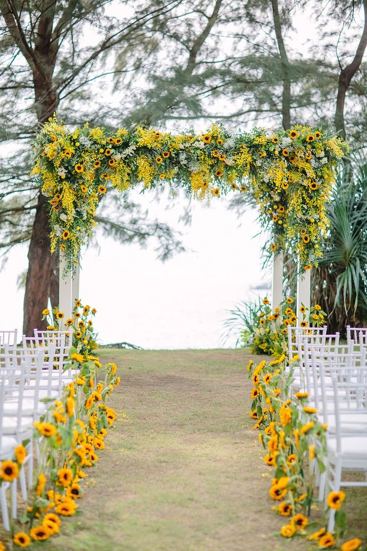 There is no such thing as too many sunflowers! vi:a The Wedding Scoop | photo: Darin Images #weddingceremony #sunflowers #inspiration #ido<br>http://pic.twitter.com/LsMe9MJdkD