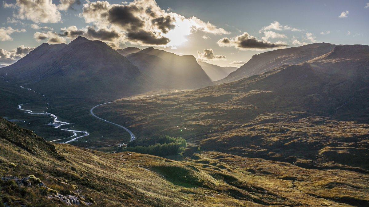 Glencoe towards sunset yesterday evening #Glencoe #Landscape #Autumn #Scotland<br>http://pic.twitter.com/ThhAf1pjsW