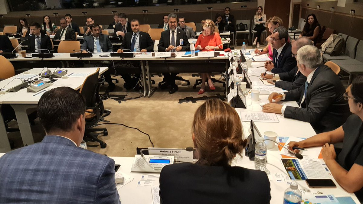 #GRI and #UNGC developed methodology for #corporate #reporting on #SDGs. Next: use the data! @Data4SDGs #UNDP #UNGA   http:// bit.ly/BizRepSDGs  &nbsp;  <br>http://pic.twitter.com/SFAQkK1iTK