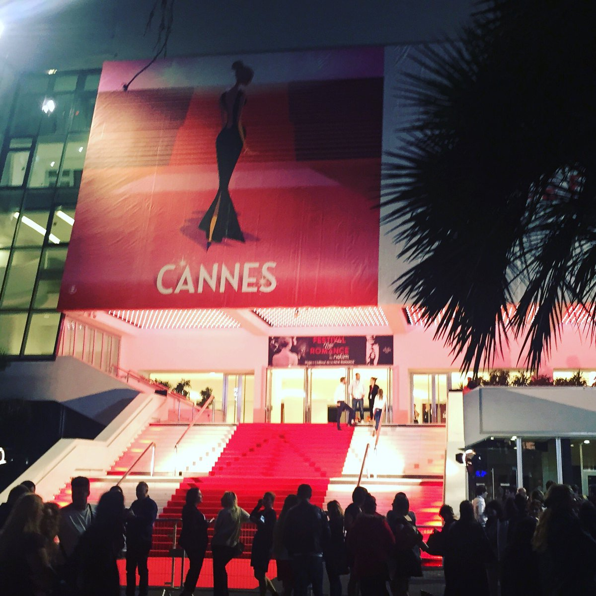 Soooo walking that staircase wasn&#39;t at all intimidating...  @passionflix #hollywooddirtmovie #newromancefilmfestival #cannes <br>http://pic.twitter.com/uoZmo5k7vL