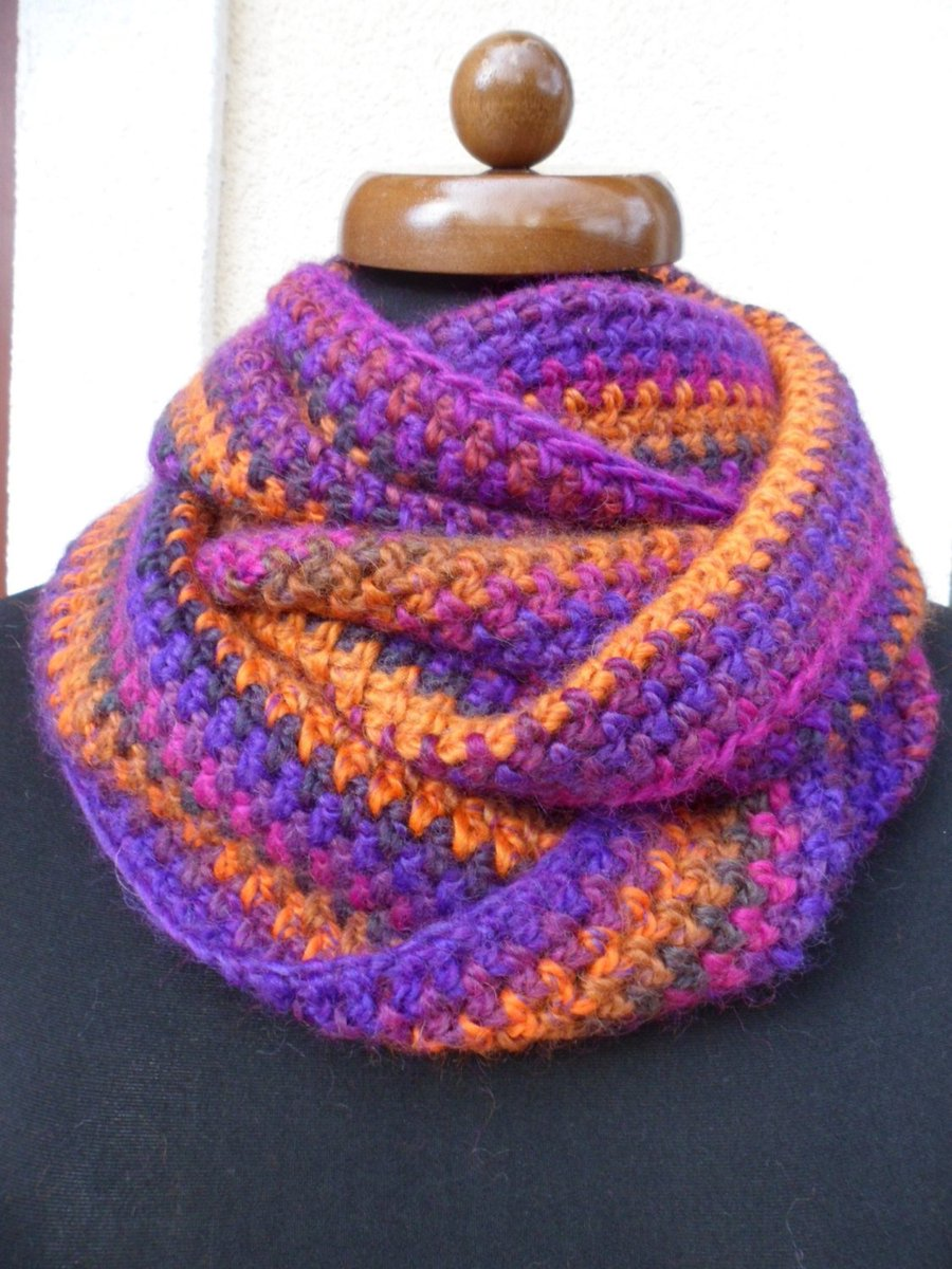 Circle infinity scarf, Loop scarf, crochet neckwarmer, Womens gift  https:// seethis.co/MEkE36/  &nbsp;   #crochetshawl #giftideas #infinityscarf #etsy<br>http://pic.twitter.com/QqpqPvAILi