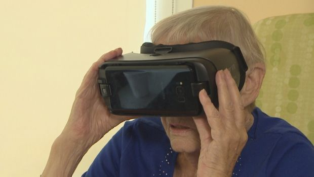 How a Toronto hospital uses #VirtualReality #VR to grant dying patients a last wish  http:// bit.ly/2x7BJzK  &nbsp;  <br>http://pic.twitter.com/EniHJcLrXv