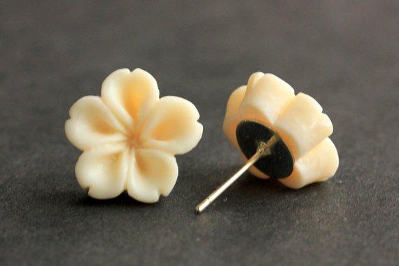 #Handmade  http:// ift.tt/1Mz6Dov  &nbsp;   Ivory Flower Earrings. Ivory Earrings. Silver Post Earrings. Innie Flower Button Jewelry. Stud Earrings.…<br>http://pic.twitter.com/yoHiiWuSZK