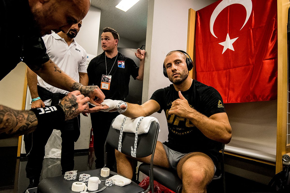Flying the Turkish flag! @gokhantherebel almost ready for his debut at #UFCJapan tonight.