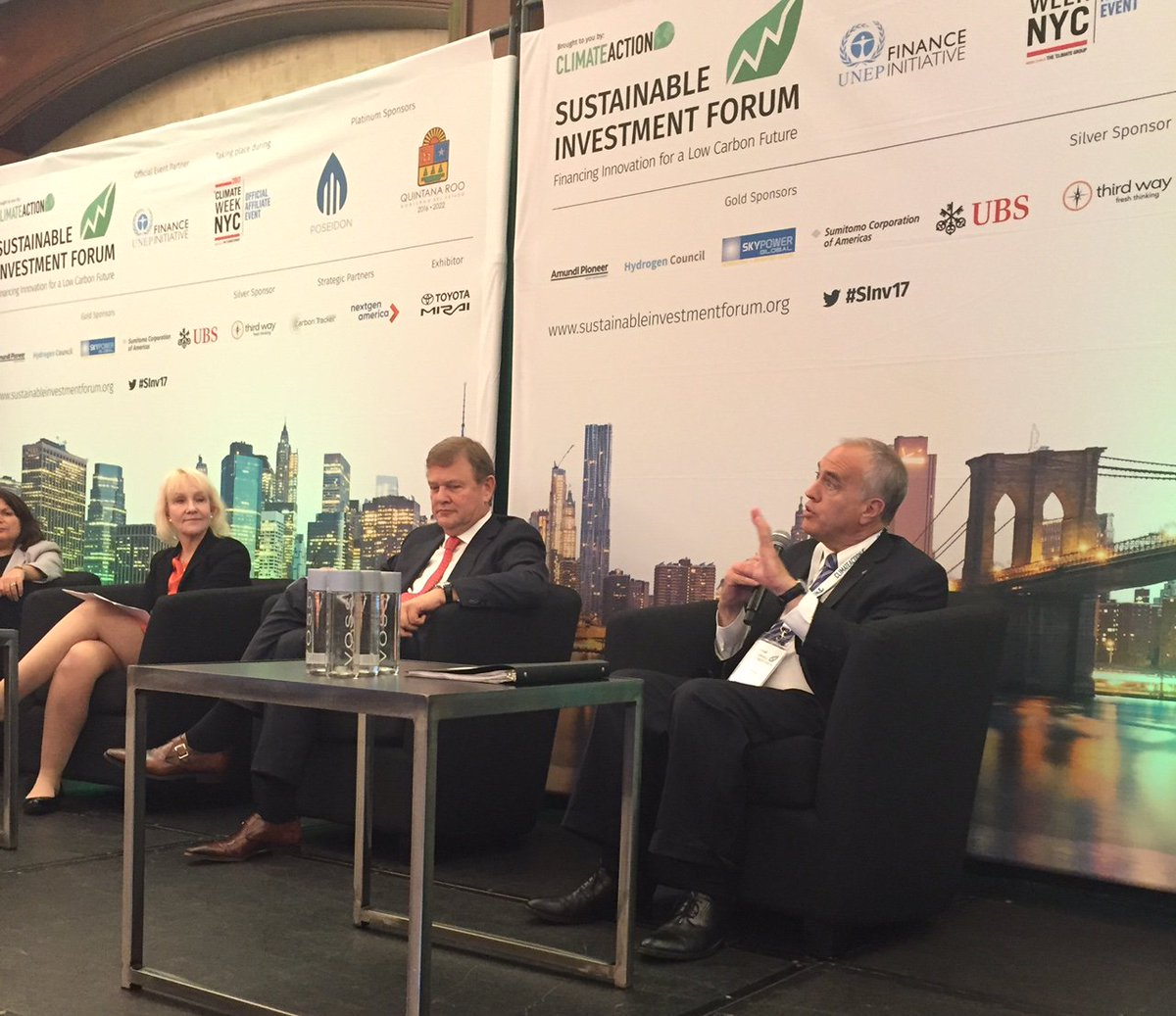 A pleasure to join #SInv17 panel. Investors can&#39;t afford to ignore Climate Risk @Climate_Action_ @ClimateWeekNYC  http:// bit.ly/2fgSHSP  &nbsp;  <br>http://pic.twitter.com/kJx8k25Q7B