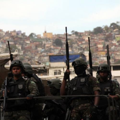 Exército põem três mil homens de prontidão https://t.co/ilLxUbxmGp