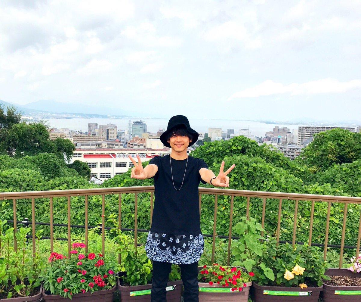【梶】曇天に笑う!  わかりにくいけれど、後ろは琵琶湖!  滋賀なう!