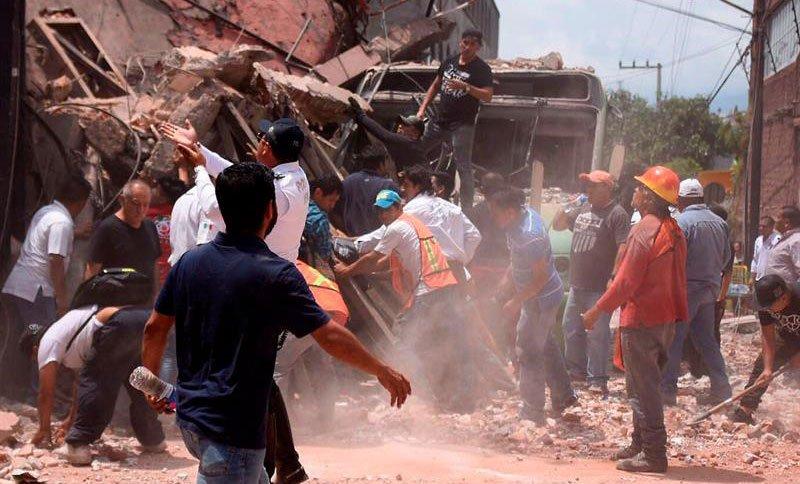 Extranjeros se prestaron como voluntarios tras el terremoto en #México https://t.co/e9uDOMX02W