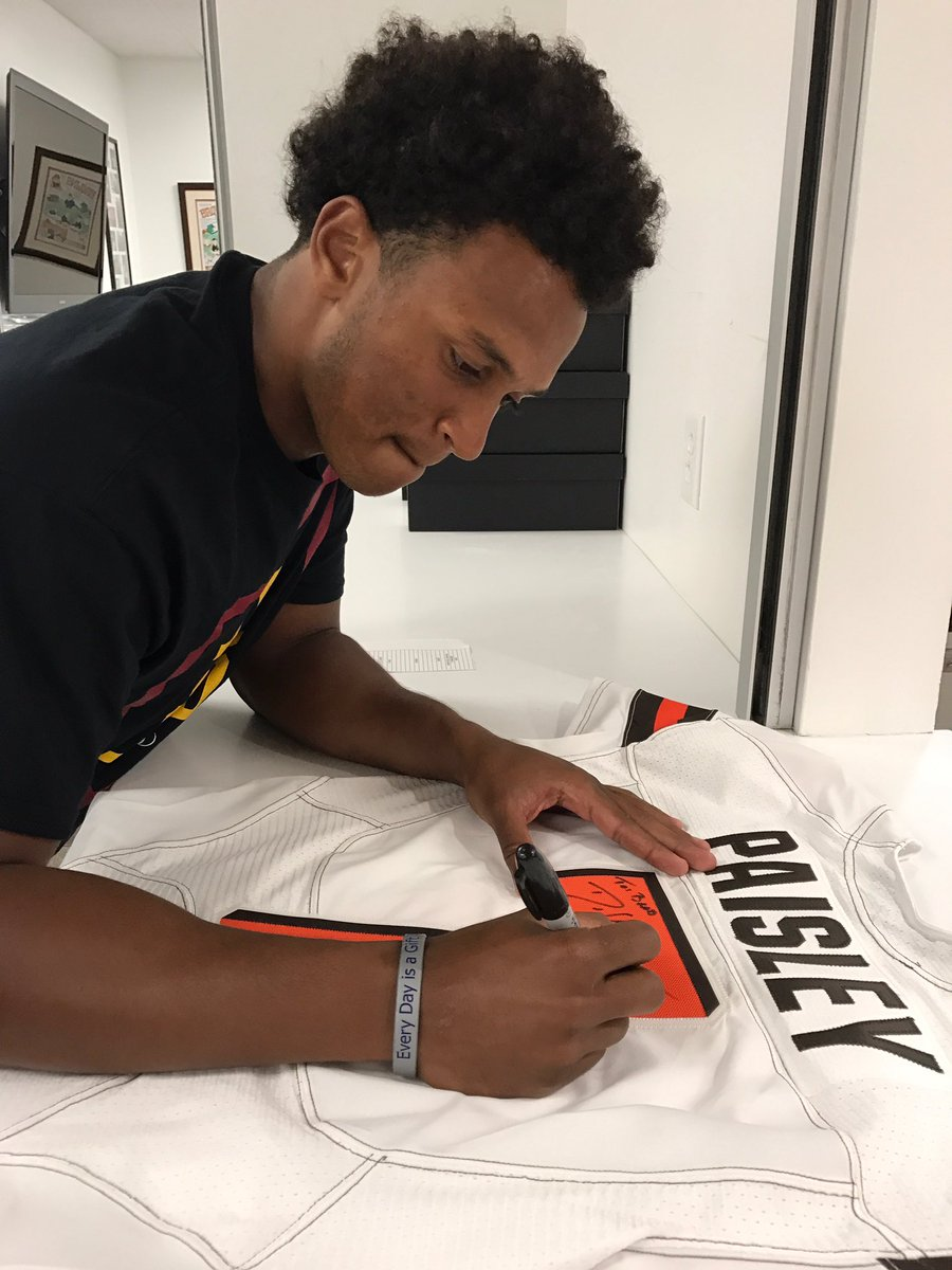 Thanks so much for the jersey tonight @DKizer_14 ! Here's to the future. Go @Browns.