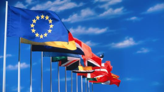 #Eurozone headline composite output index rose unexpectedly to 56.7 in September from 55.7 in August. @INVESTECHAPP #GLOBALFUNDS #INVESTNOW <br>http://pic.twitter.com/4cmFFNCxpH