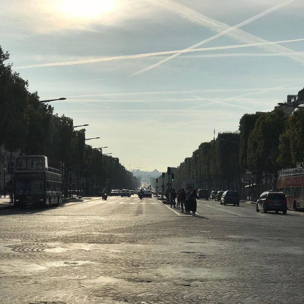 Down the  #Champsélysées <br>http://pic.twitter.com/OPazxbHL9C