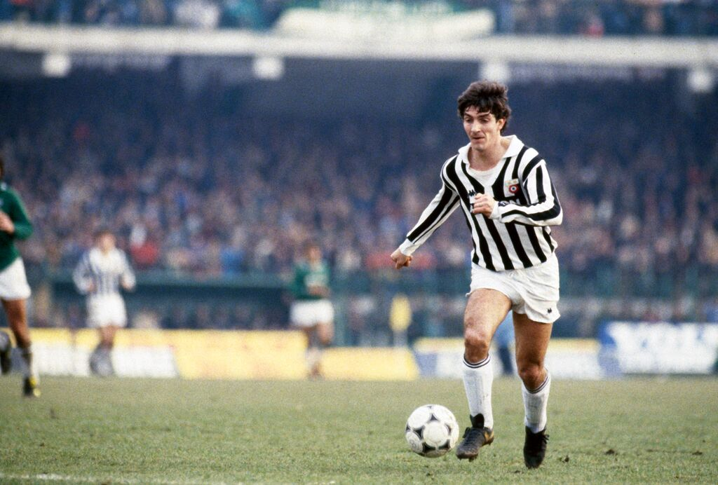 Happy birthday #PaoloRossi #Pablito #Juventus and #Italy lethal weapon @OldFootball11 @FootballArchive @footballmemorys @facciacalcio<br>http://pic.twitter.com/kkF3kewdTh