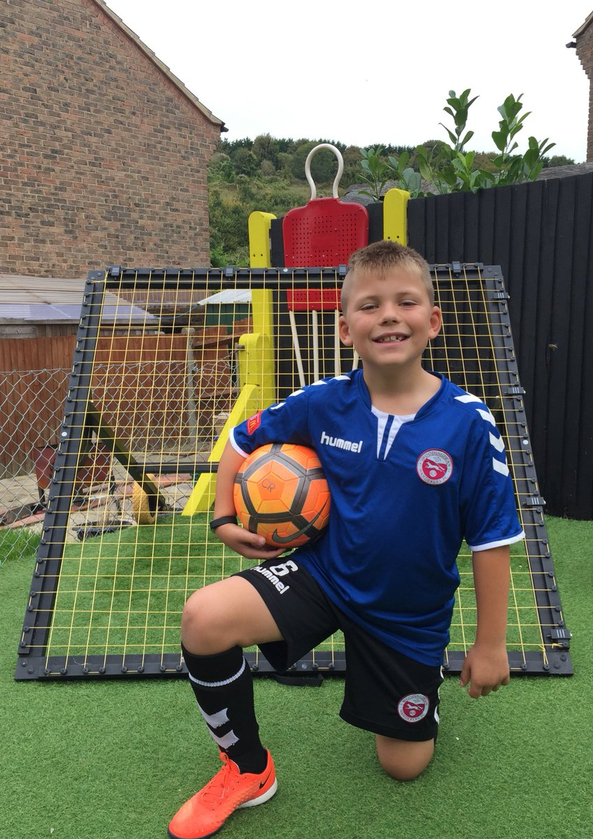 Up early, Stretches done, Run completed now off to Woodingdean Wanderers FC football training #HardWorkPaysOff #Boom @LFC #YNWA #BGB <br>http://pic.twitter.com/sDxxFQoitw