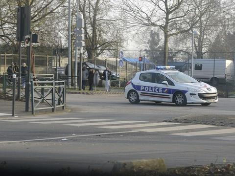 Yvelines: Un homme arrêté pour avoir enlevé son fils de sept mois à l'hôpital https://t.co/AHOHEE66qu