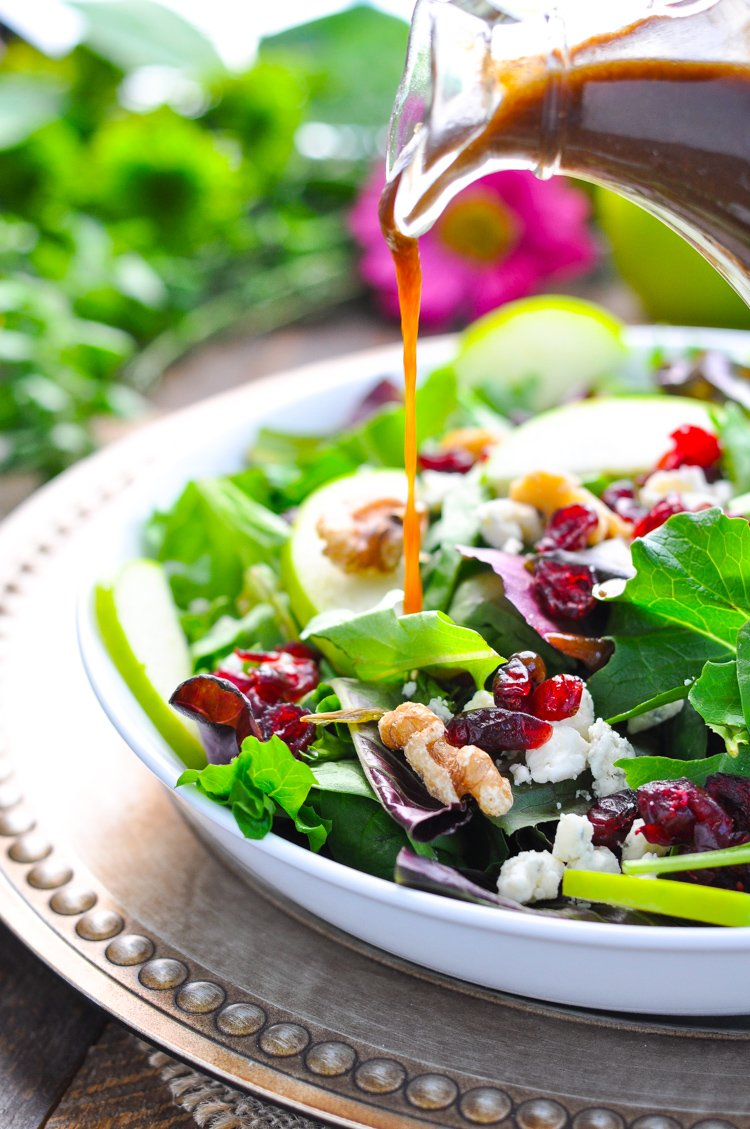 A #healthy holiday #side dish or an easy #dinner: TOSSED #SALAD WITH #APPLE BUTTER VINAIGRETTE! #recipe &gt;&gt;  https://www. theseasonedmom.com/tossed-salad-a pple-butter-vinaigrette/ &nbsp; … <br>http://pic.twitter.com/qvqwVRlx18