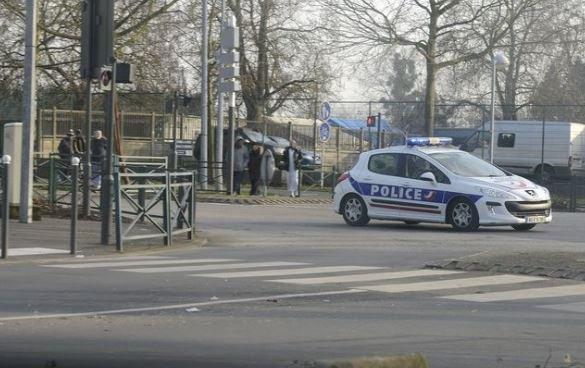 Yvelines: Un homme arrêté pour avoir enlevé son fils de 7 mois à l'hôpital ⬇️ https://t.co/RCJLIKYd8r