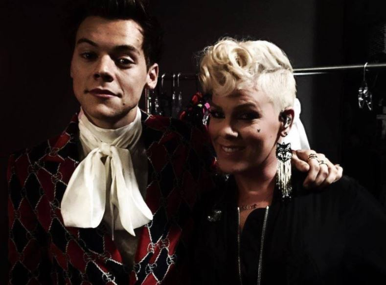 About last nite... #Pink + #HarryStyles <br>http://pic.twitter.com/MyU21UjJhg