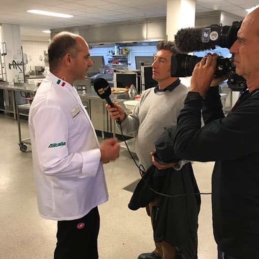 .@RaiSport journo #AndreaDeLuca interviewing @SicilianChef re #Cycle #diet #nutrition #Bergen2017 #TV #cycling #Federciclismo #Italy<br>http://pic.twitter.com/Q45YFHeLwz