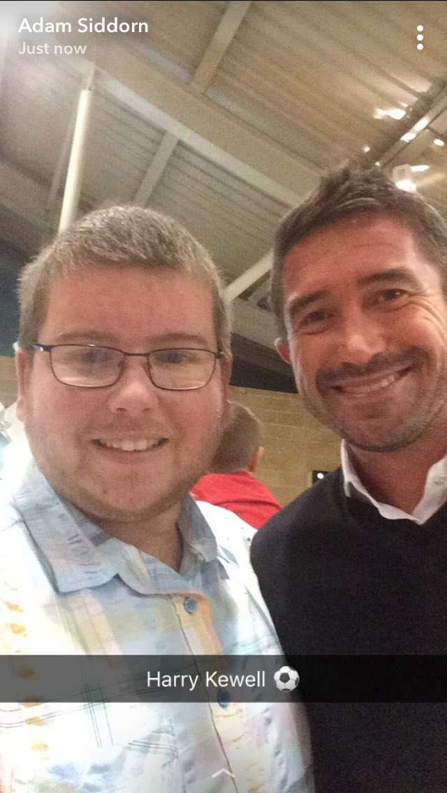 RT @bigsid921: Another great ex pro in one service station stop 👍🏻 @HarryKewell top man ⚽️ https://t.co/mA6AdfntnK