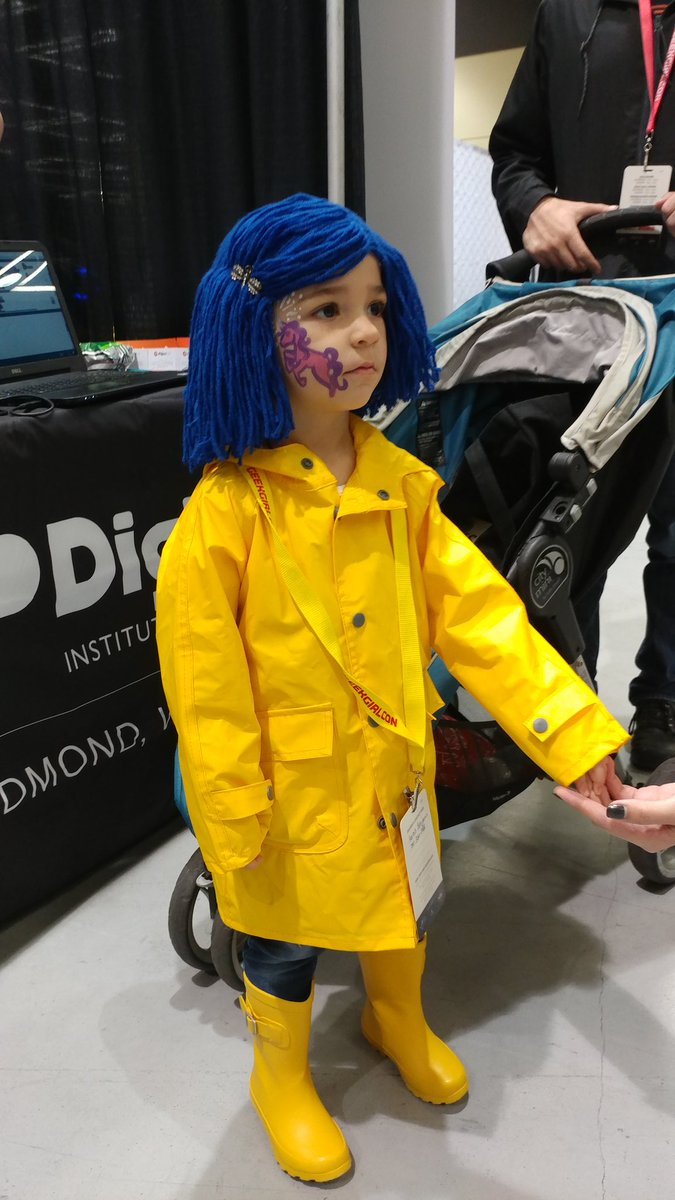 .@neilhimself look at this itty bitty Coraline at GeekGirlCon! #GGC17 https://t.co/NKLT6aaw3Y