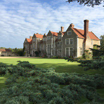 Blue skies & #sunshine for today's lucky couple @LoseleyPark @Loseleyevents #wedding #bride #weddingvenue