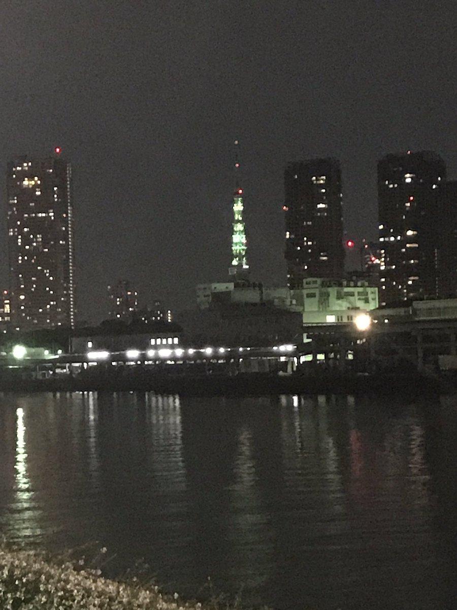 え、なんか東京タワー緑なんだけど   #スマステ