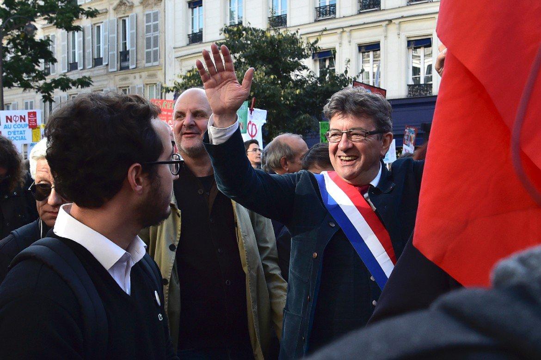 Mélenchon réplique à Macron: 'C'est la rue qui a abattu les rois, les nazis... >> https://t.co/wLDRrGVWIY