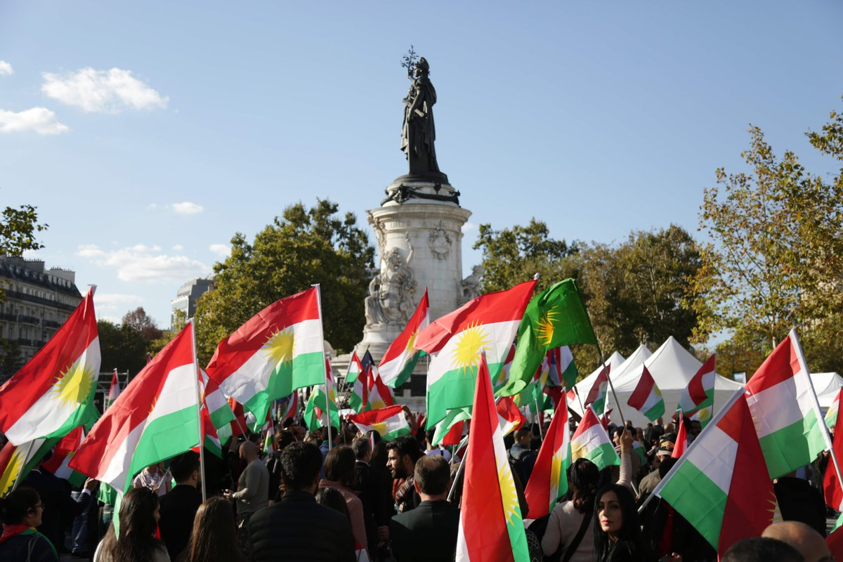 #France: People on the Place de la Republique in #Paris show their support for Kurdish independence.<br>http://pic.twitter.com/n52T7gEY6B
