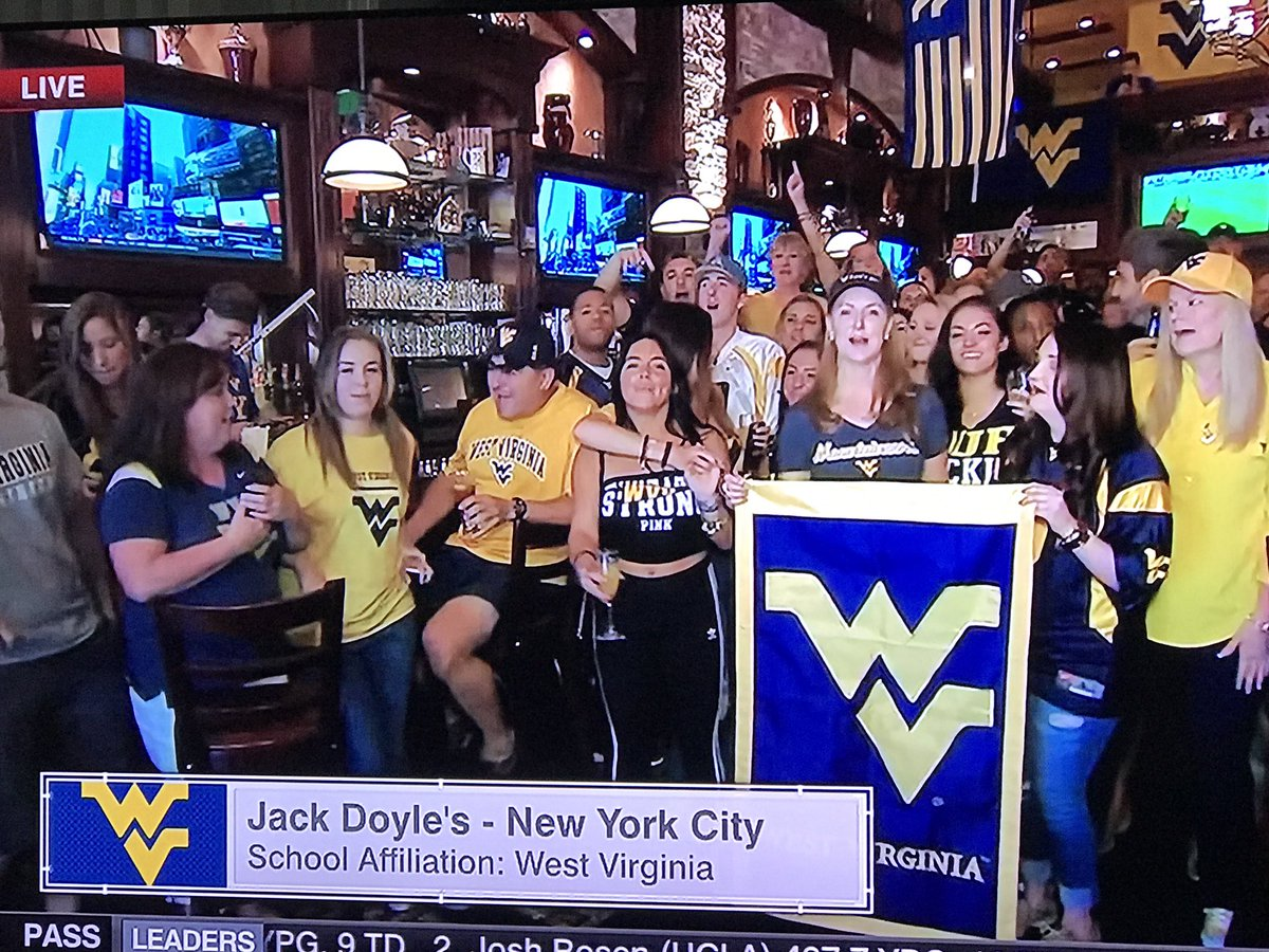 NYC #WVU bar.   Rece Davis:  &#39;couches so far safe&#39;  <br>http://pic.twitter.com/VR9nzMhSJO