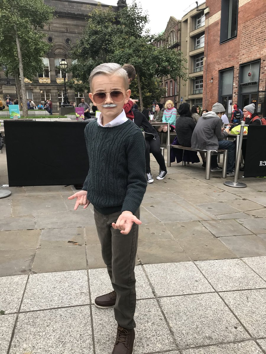 Hands down the best Stan Lee cosplayer we've seen! #MiniStanLee https://t.co/NnWOuvjcRB