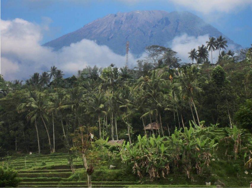 BREAKING: Highest alert for #Agung Volcano in #Indonesia. It&#39;s one of the most dangerous Volcanoes in #Asia. <br>http://pic.twitter.com/f1eg6s4ISj