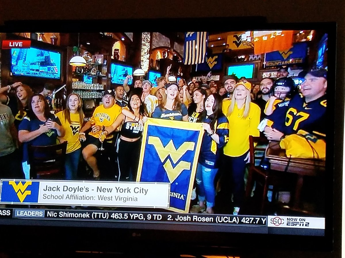 Jack Doyles opened at 8 am. It&#39;s never too early to party! #WVU #HailWV<br>http://pic.twitter.com/7QVCo3Ayp7