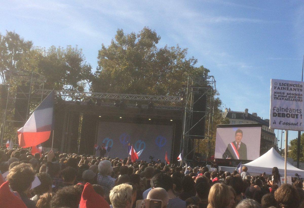 Première tribune de Mélenchon avec son écharpe de député #République #jaiBastille #manif23septembre