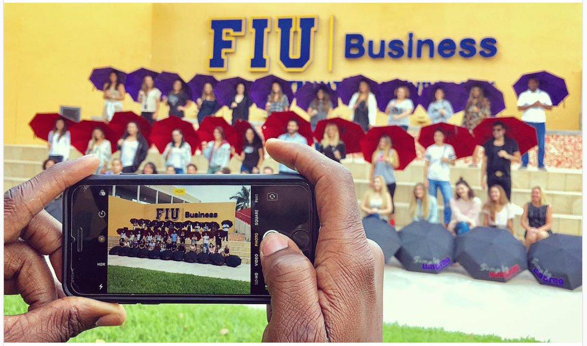 Stylish @umbree_raingear for the smart MSM students. #wkndmarketeers #miami @FIUmsm @FIU @FIUBusiness #marketing #university #umbrella<br>http://pic.twitter.com/nENh3LbW1K