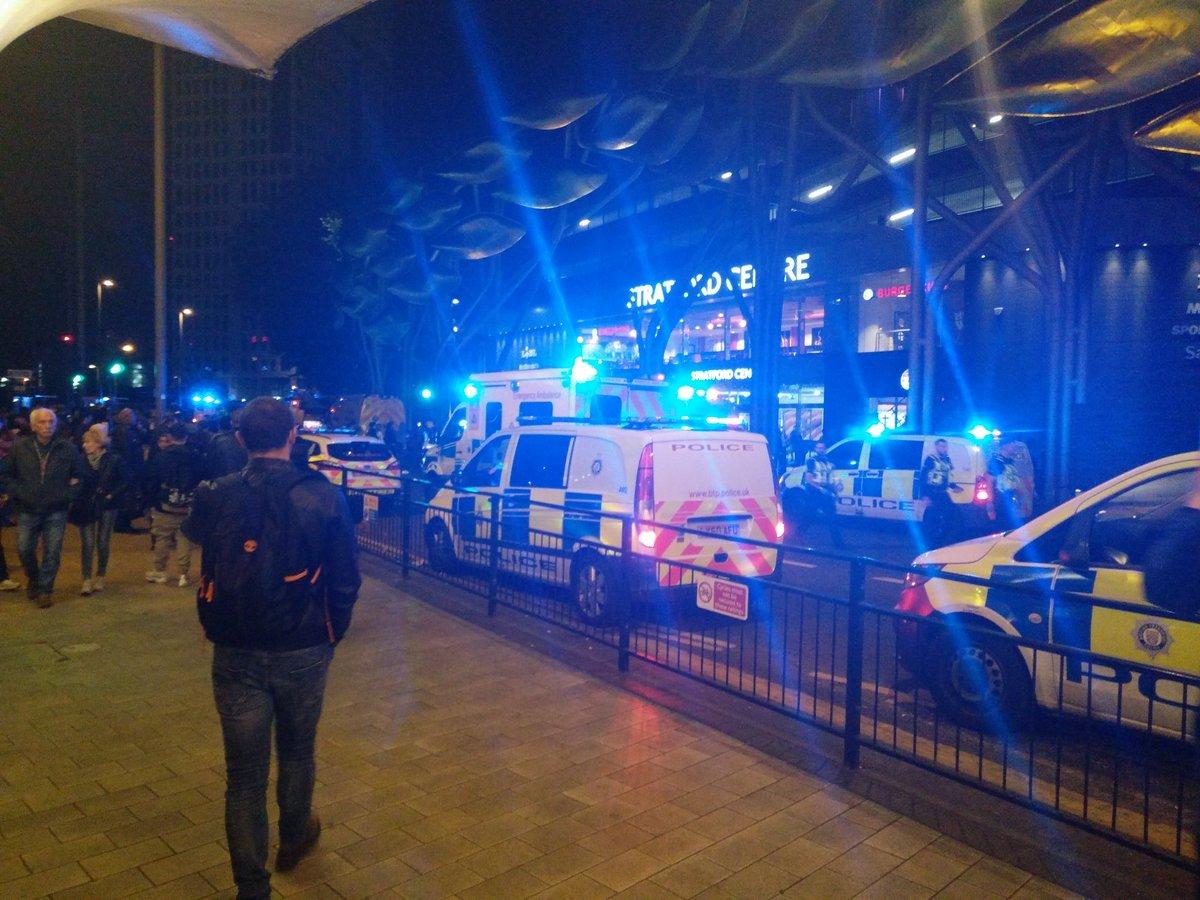 🇬🇧 ALERTE - 6 personnes blessées lors d'une attaque à l'acide, dans un centre commercial de #Stratford, à #Londres. Un individu interpellé.